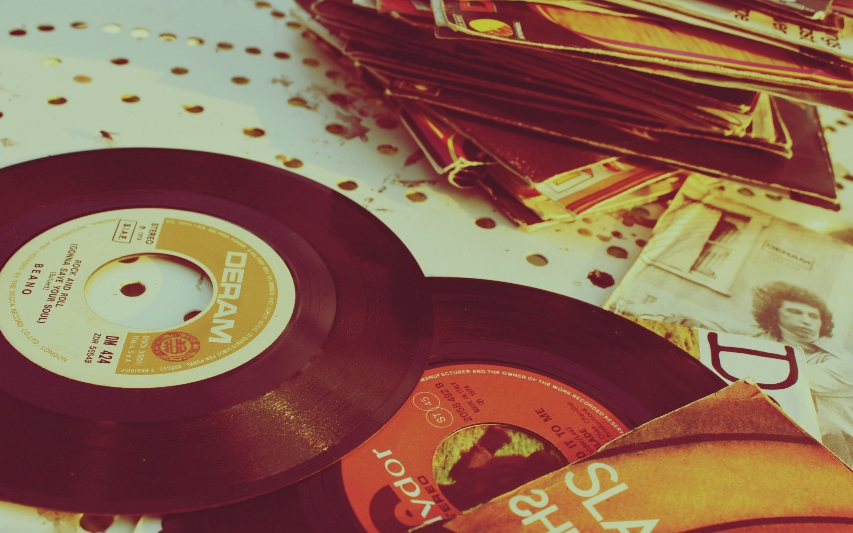 Famous Vintage Vinyl Records That Are Worth A Fortune | Dimitridube